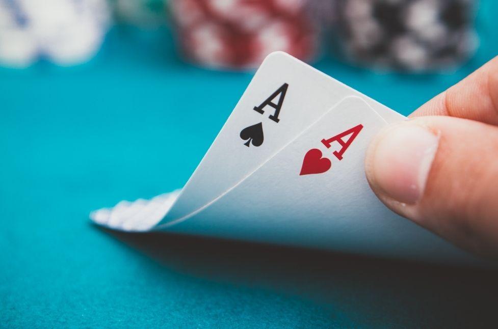 Panduan Poker Online Gratis Menantang Lawan Anda di JanjiQQ